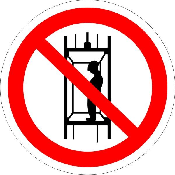P13 Запрещается подъем (спуск) людей по шахтному стволу (запрещается транспортировка пассажиров)